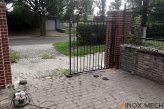 Brama stalowa z furtkami